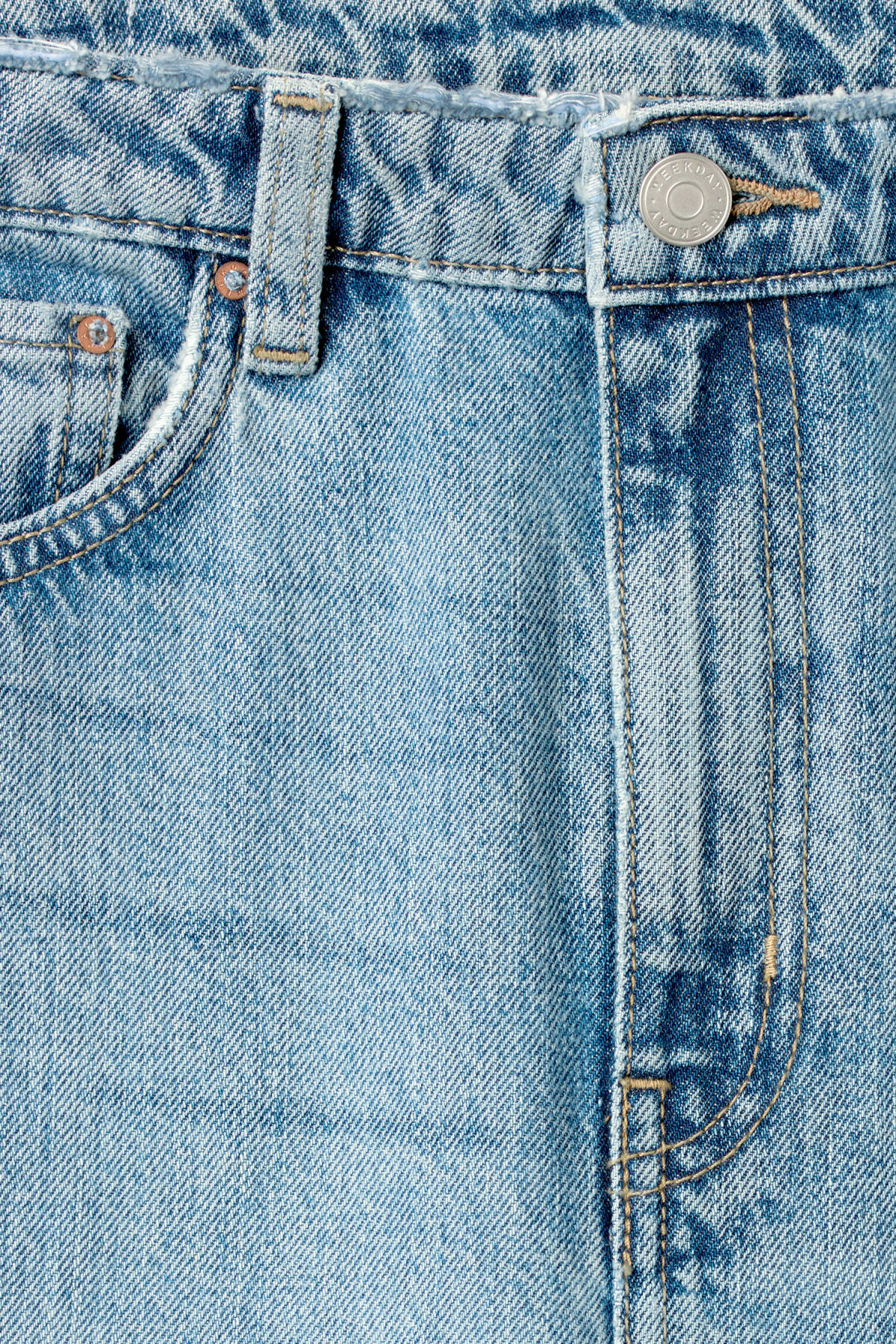 Detailed image of Weekday ace wow blue jeans in blue