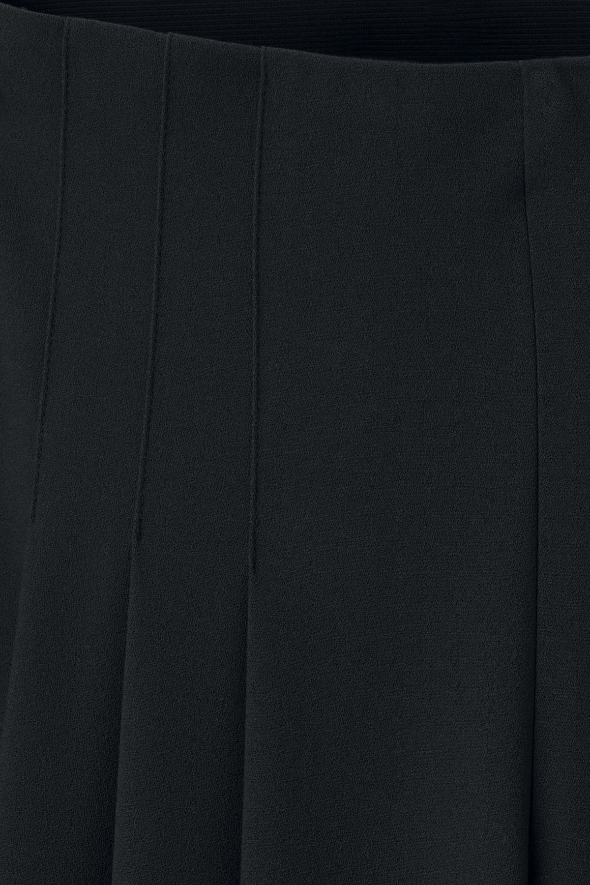 Detailed image of Weekday jazz trousers in black