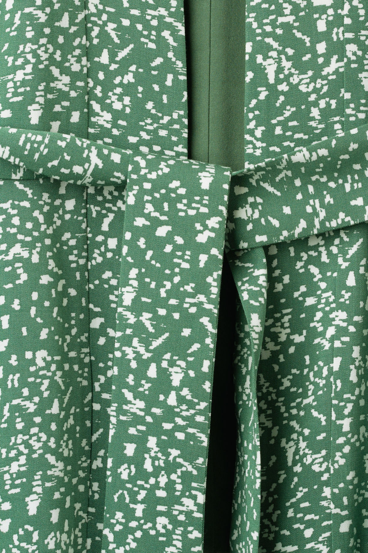 Detailed image of Weekday octave kimono in green