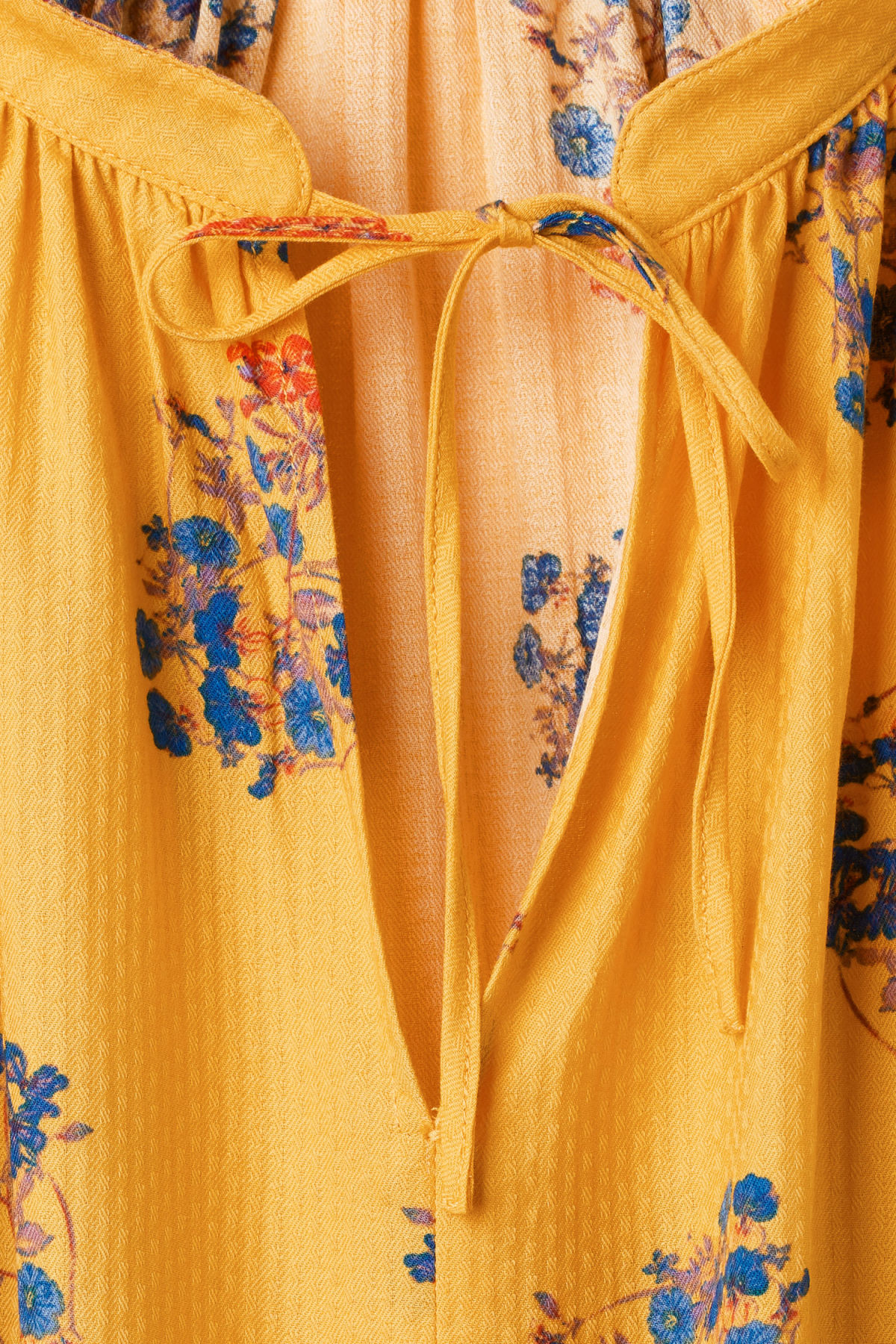 Detailed image of Weekday miles blouse in yellow