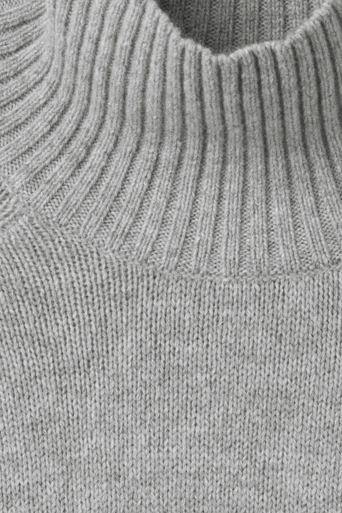 Detailed image of Weekday avant sweater in grey