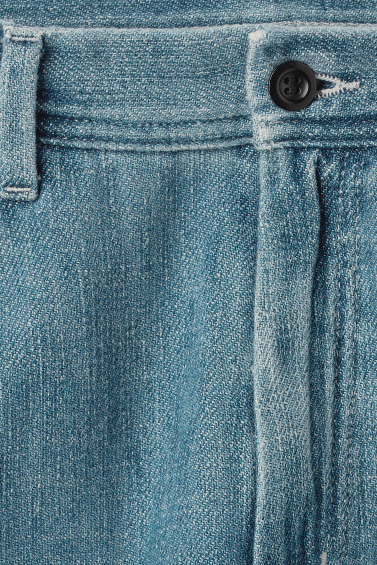 Detailed image of Weekday vivaan shorts iso blue in blue