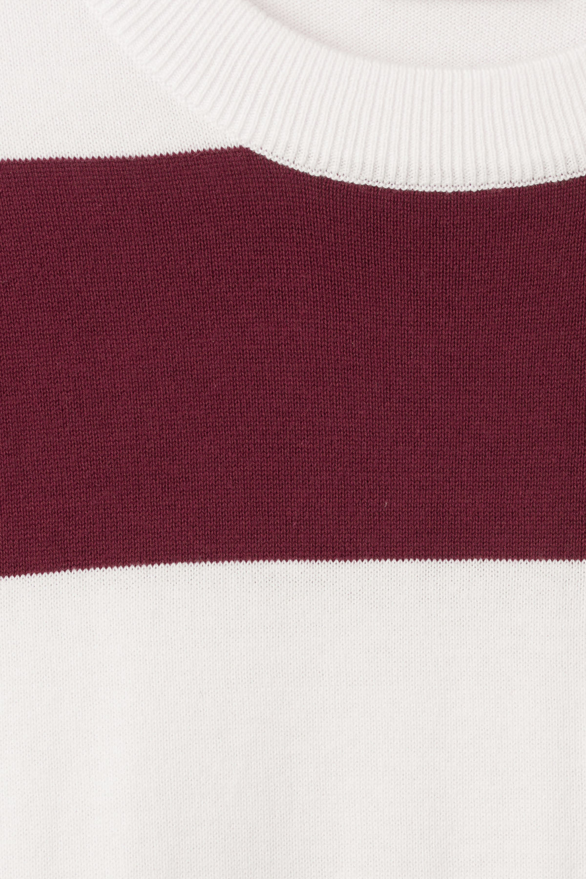 Detailed image of Weekday pyramid sweater in red