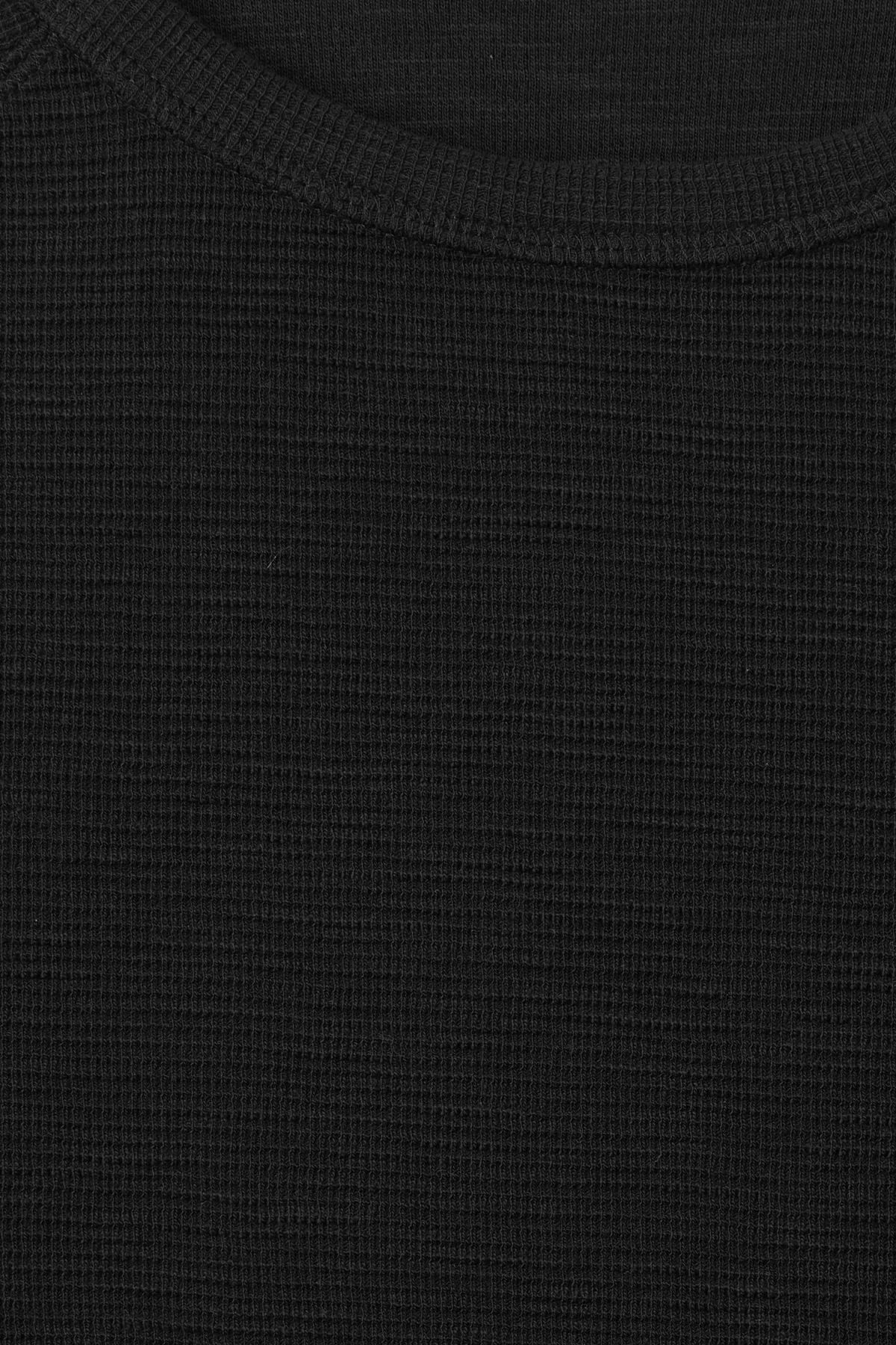 Detailed image of Weekday zic waffle long sleeve in black