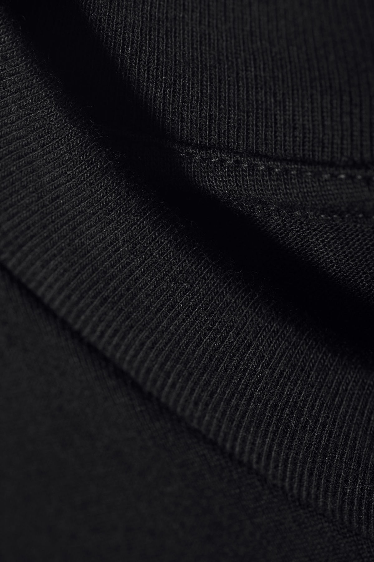 Detailed image of Weekday great t-shirt in black