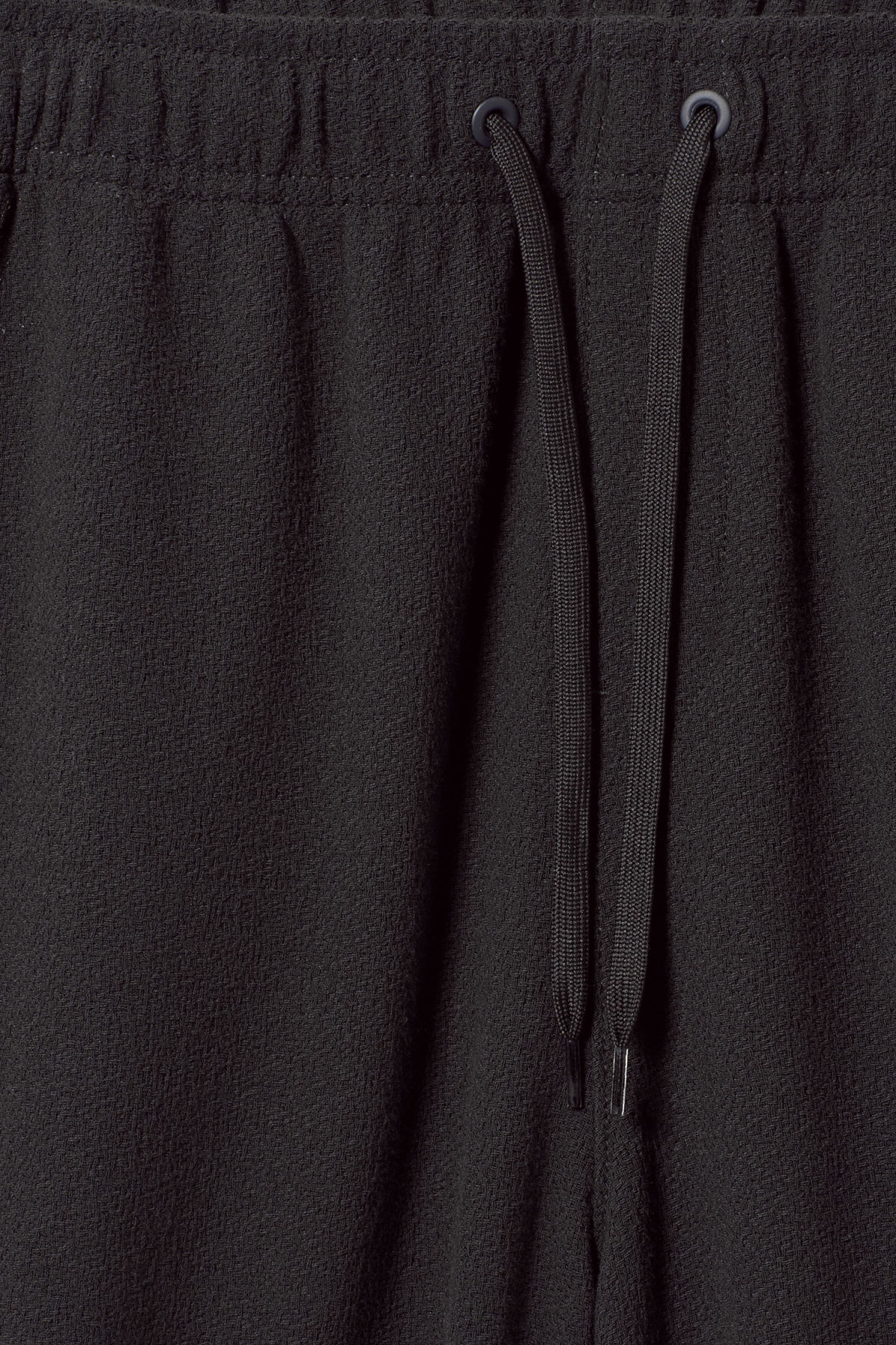 Detailed image of Weekday pillar structured shorts in blue