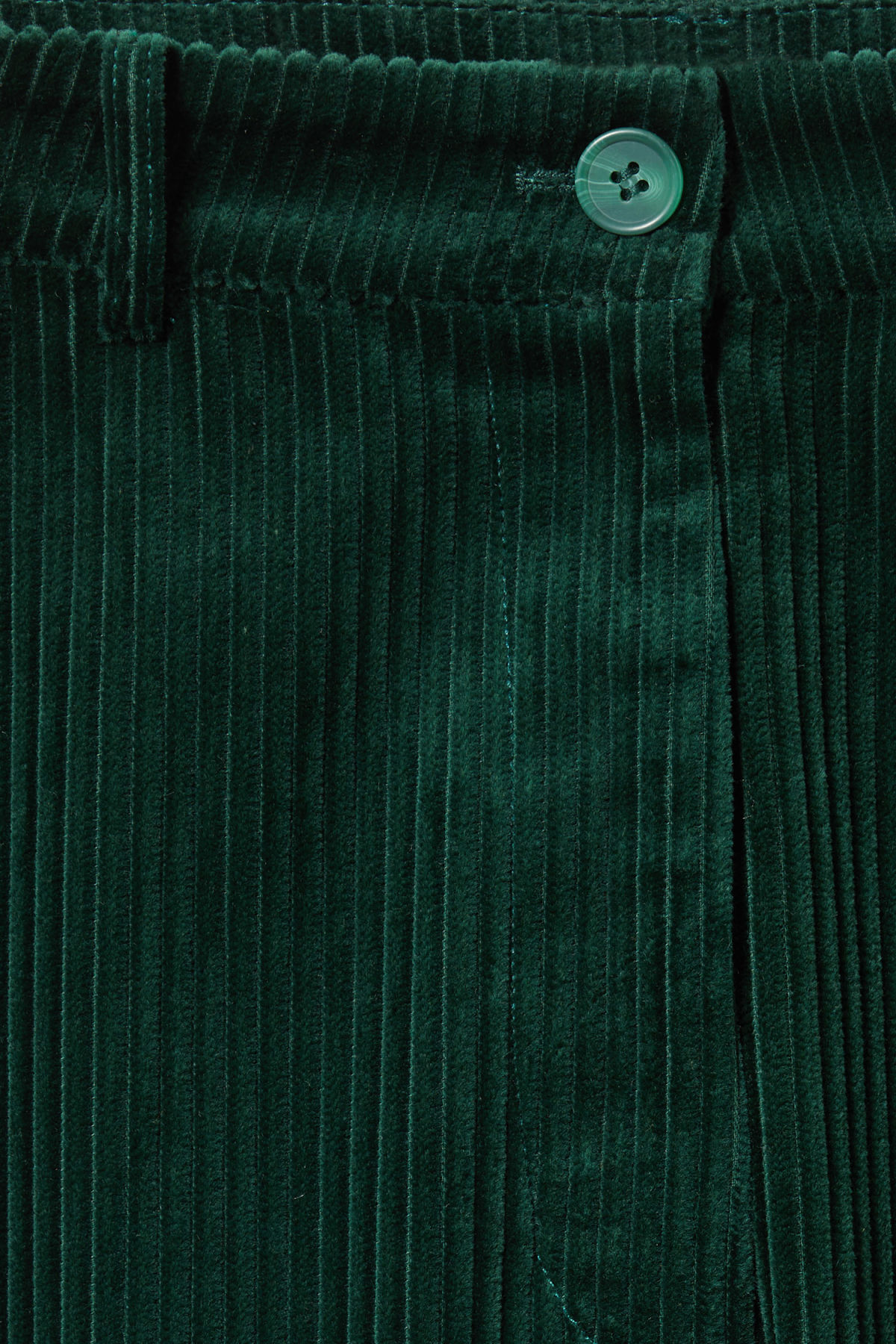 Detailed image of Weekday livia trousers in green