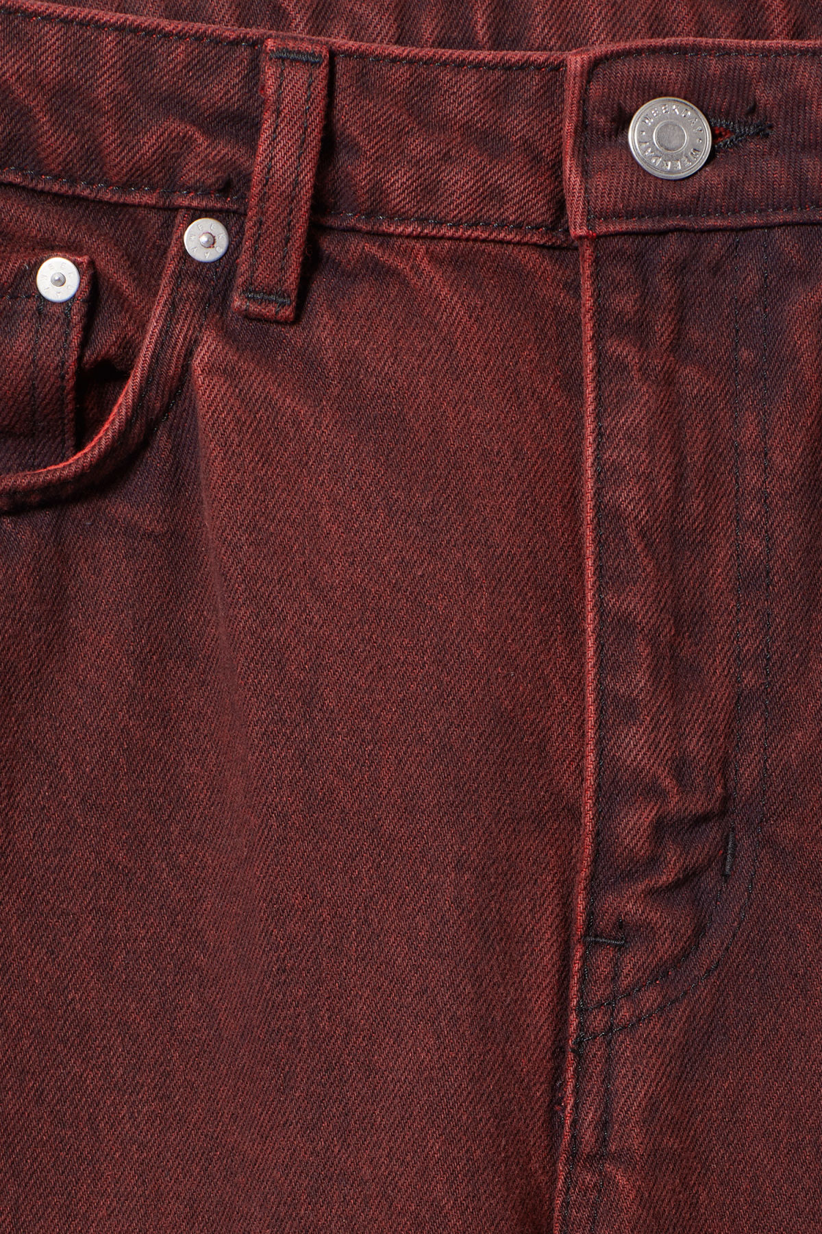 Detailed image of Weekday voyage rosewood jeans in red