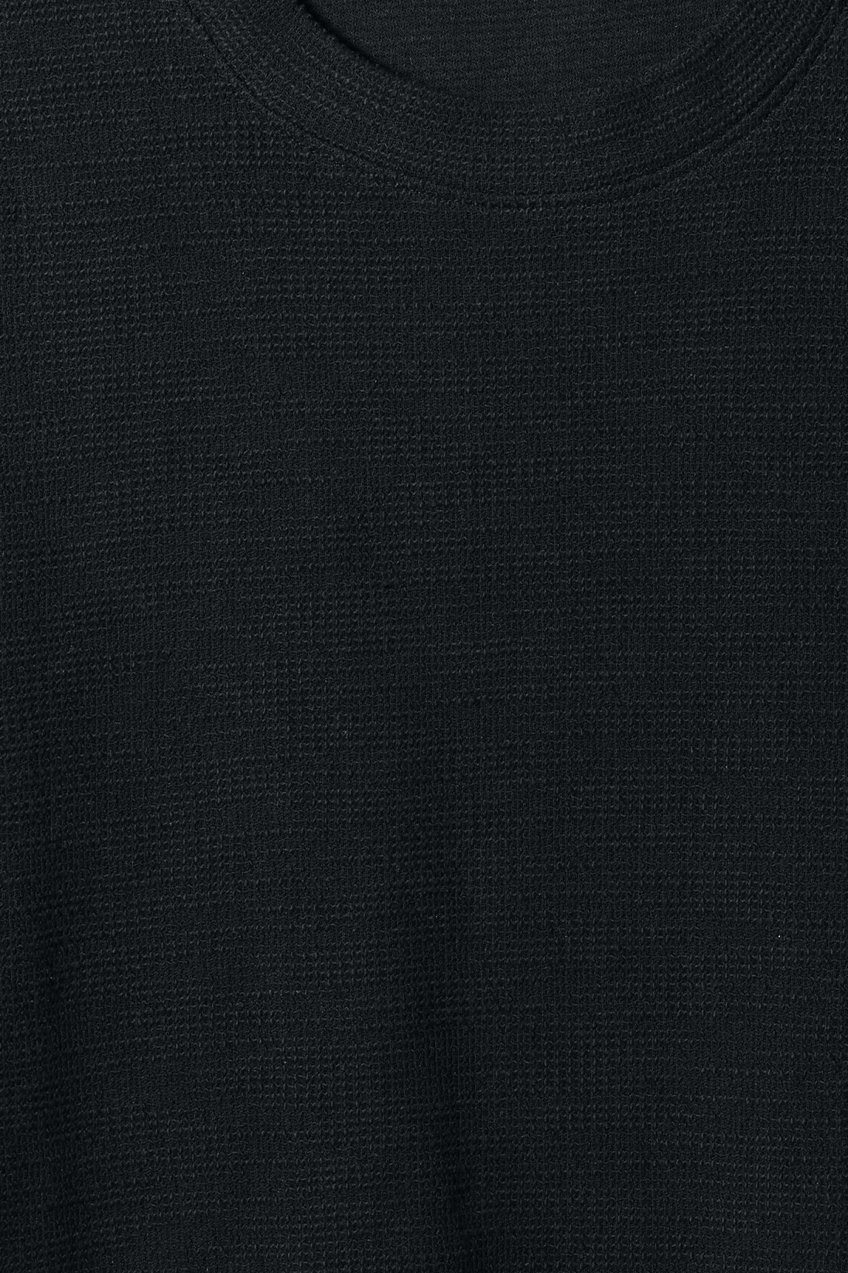 Detailed image of Weekday bob structured t-shirt in black