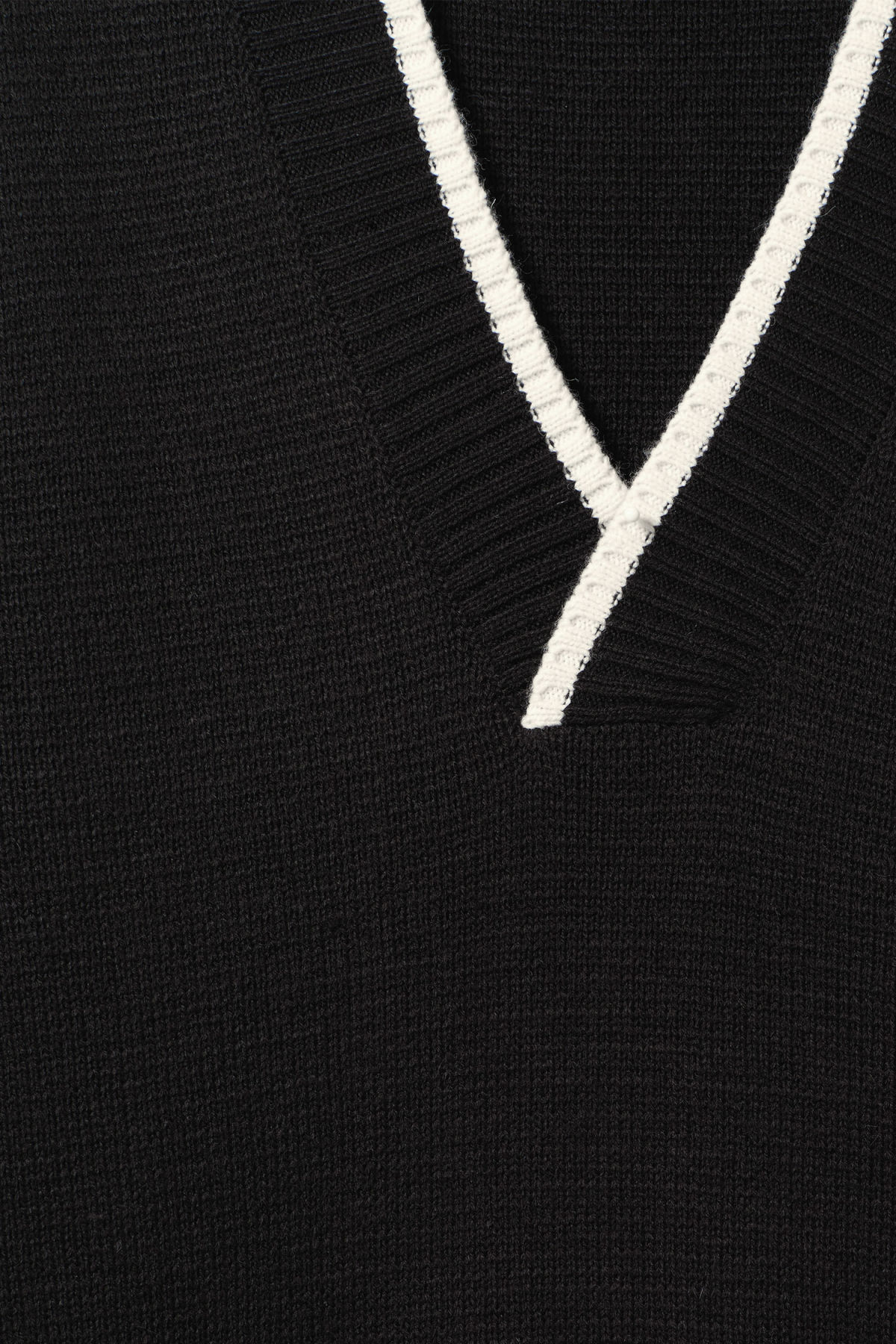 Detailed image of Weekday per v-neck sweater in black