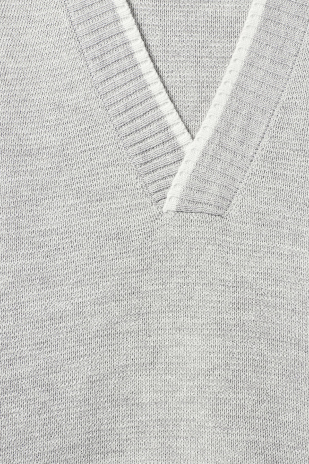 Detailed image of Weekday per v-neck sweater in grey