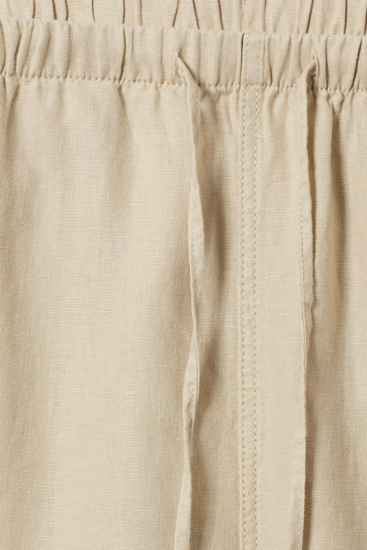Detailed image of Weekday eskil linen shorts in beige