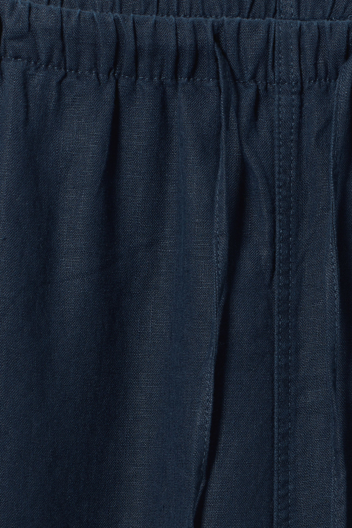 Detailed image of Weekday eskil linen shorts in blue